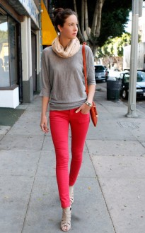 gray-top-coral-jeans01